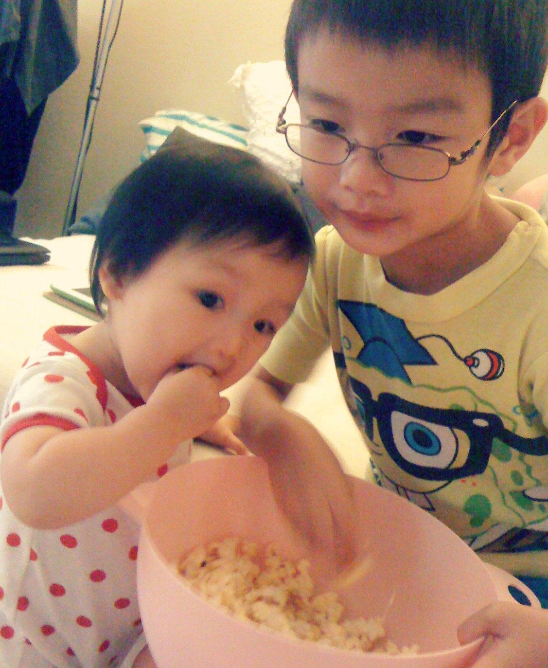 - emma-13-mo-popcorn