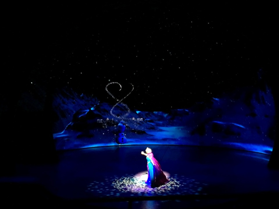 disneyland 6 frozen 3