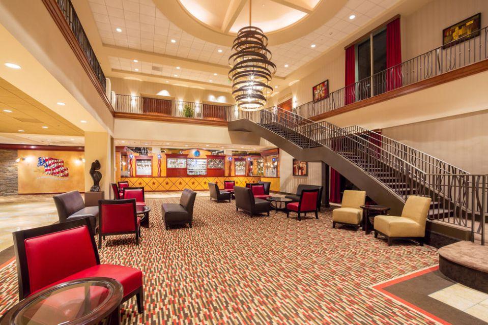 knotts hotel lobby